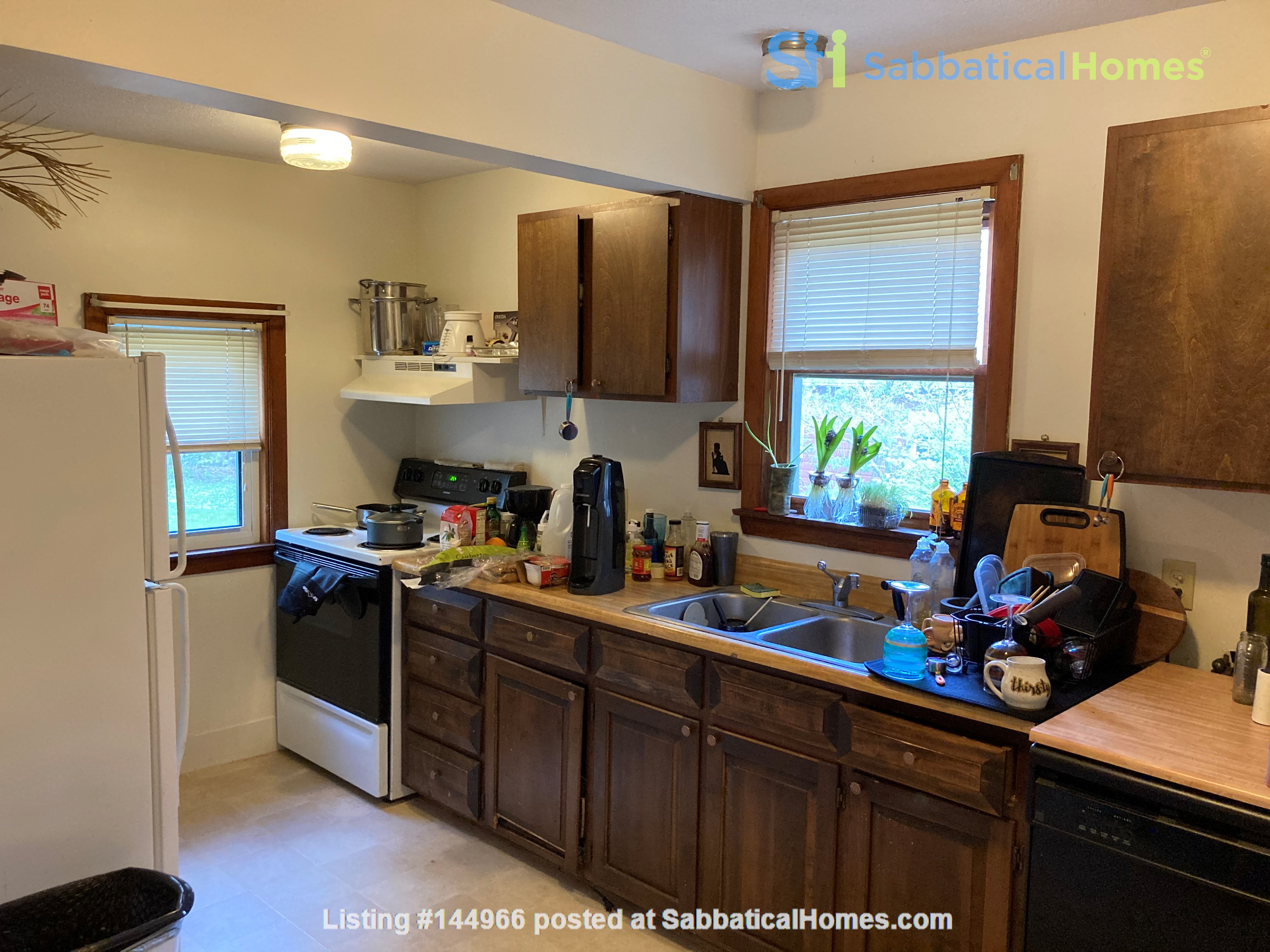 Two-Bedroom Apartment on Quiet Street; Walkable to Everything Northampton Home Rental in Northampton, Massachusetts, United States 8