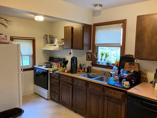 Two-Bedroom Apartment on Quiet Street; Walkable to Everything Northampton Home Rental in Northampton 8 - thumbnail