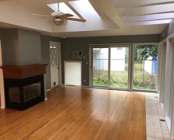 Cosy 3 bedroom, 1.5 bath single family home in quiet Urbana neighborhood Home Rental in Urbana 3 - thumbnail