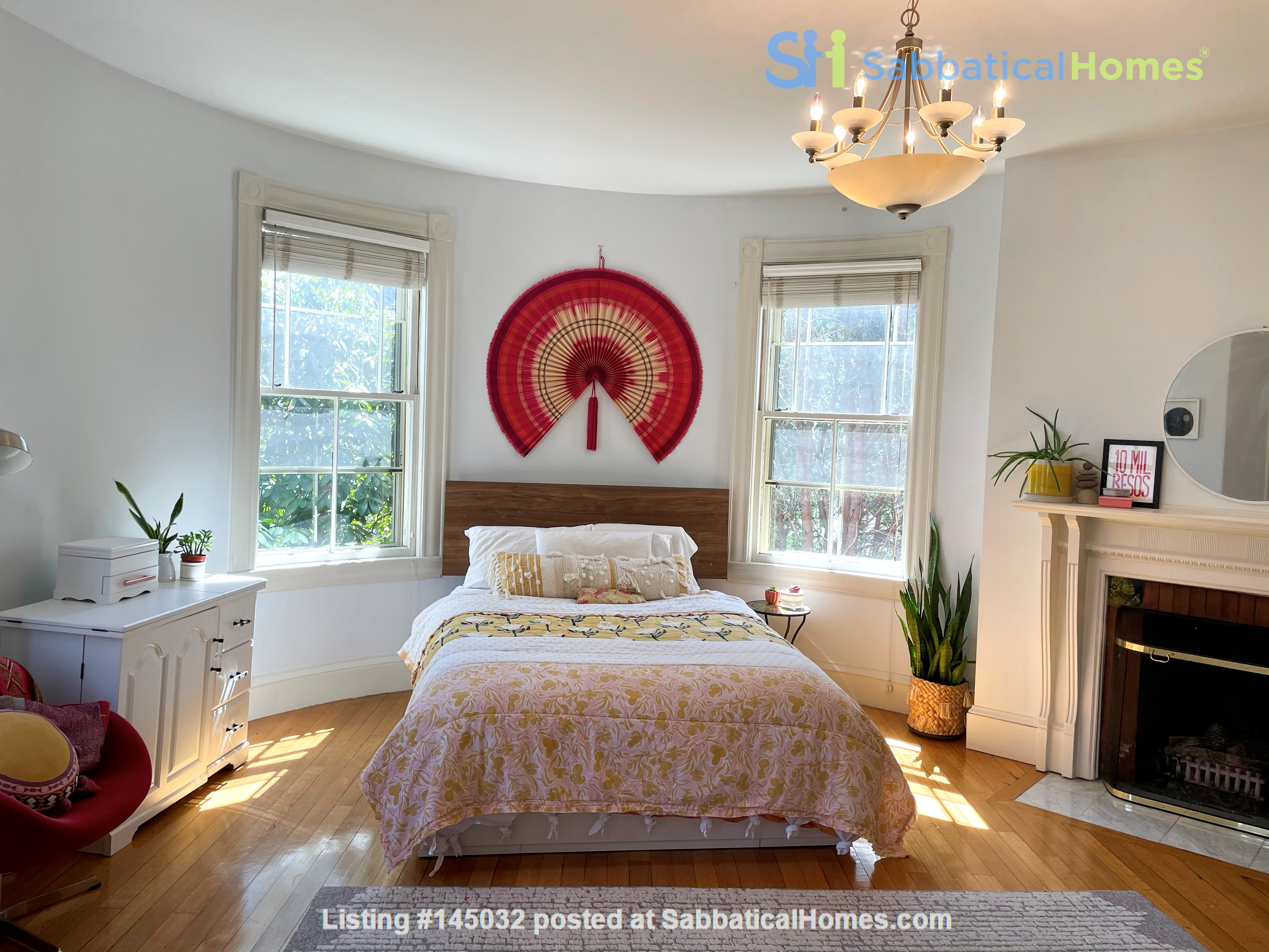 1883 historic gem in Newton Highlands— walk to park, lake—and T to Boston Home Rental in Newton, Massachusetts, United States 4