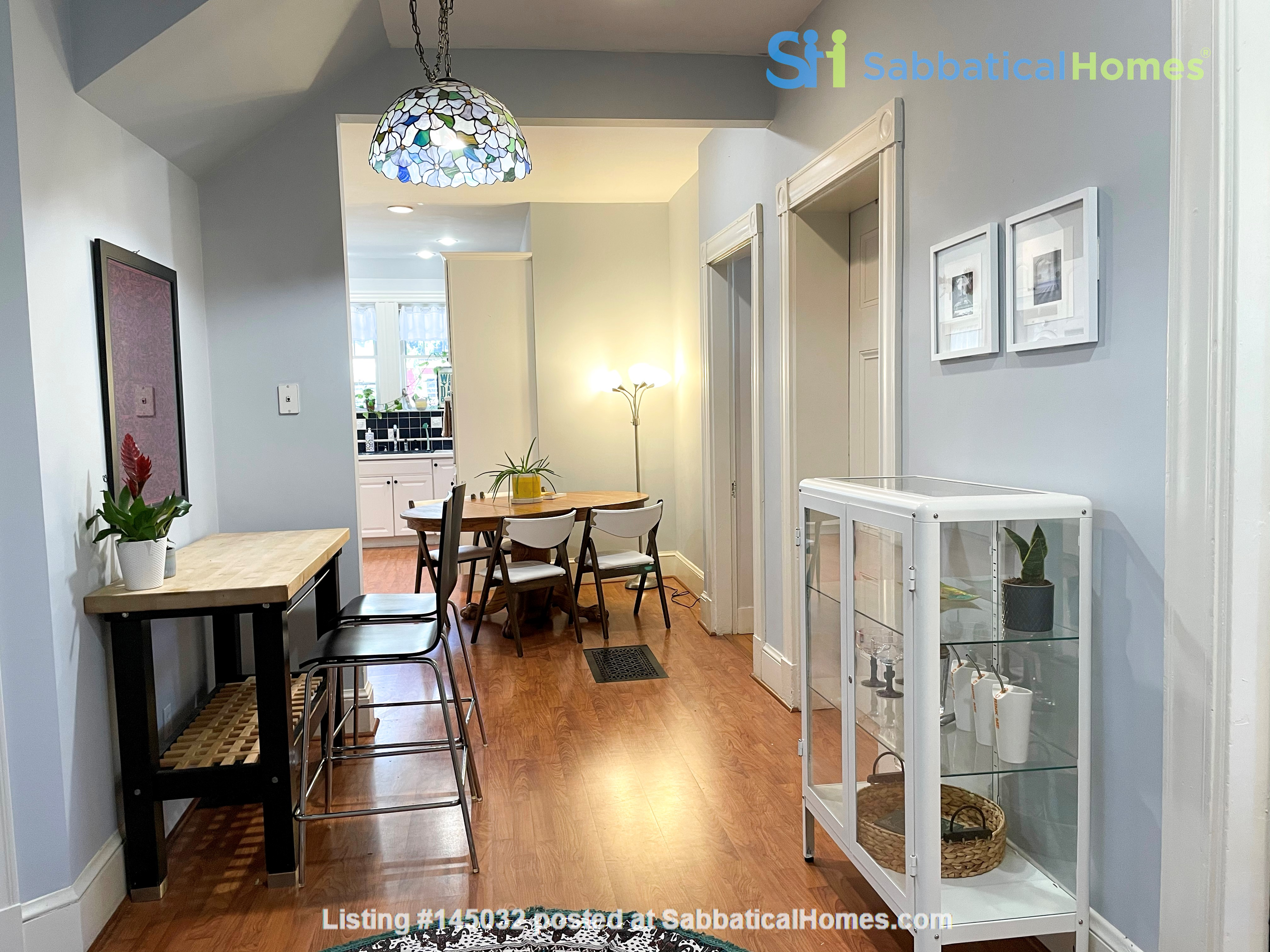 1883 historic gem in Newton Highlands— walk to park, lake—and T to Boston Home Rental in Newton, Massachusetts, United States 3