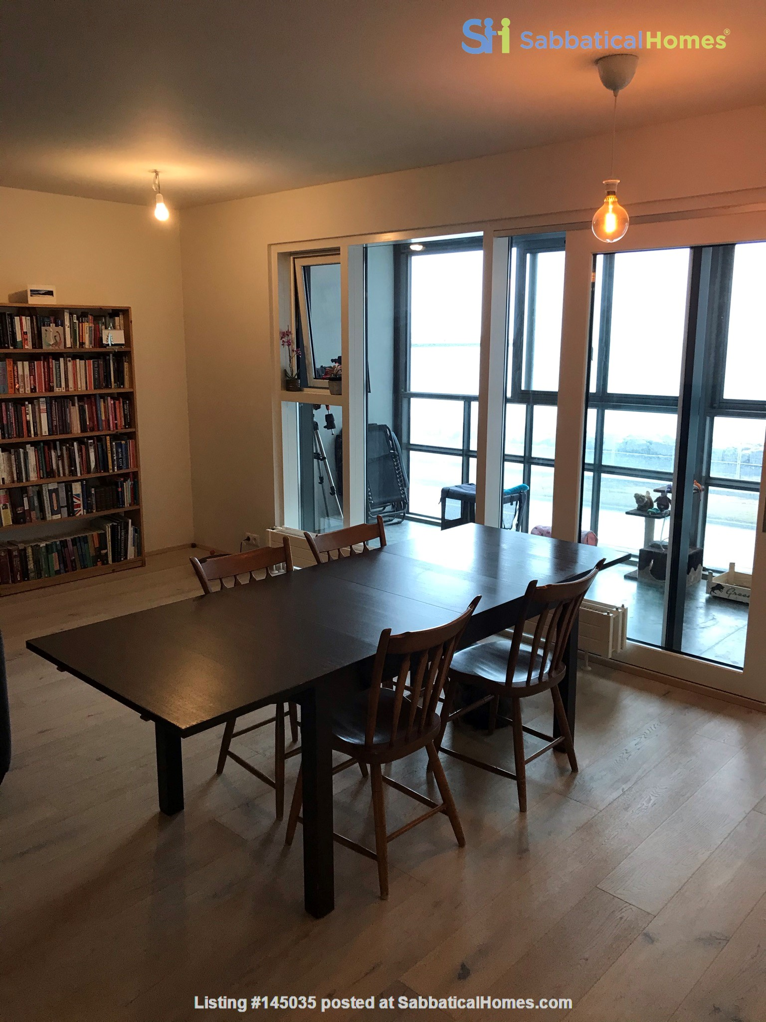 Beautiful and spacious seafront condo in Reykjavik with two cats Home Rental in Reykjavík, , Iceland 2