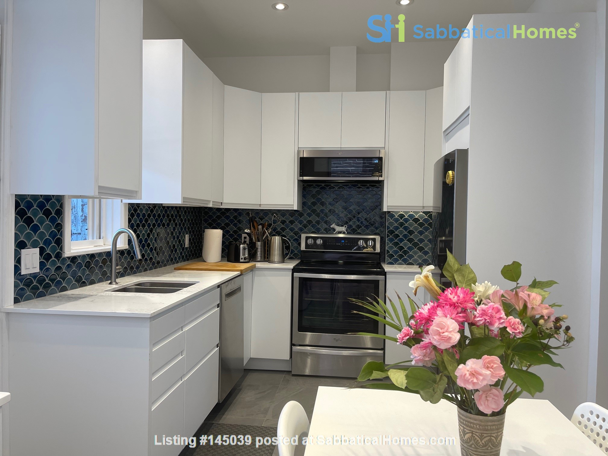 Lovely renovated apartment in a perfect Montreal setting! Home Rental in Montréal, Québec, Canada 2