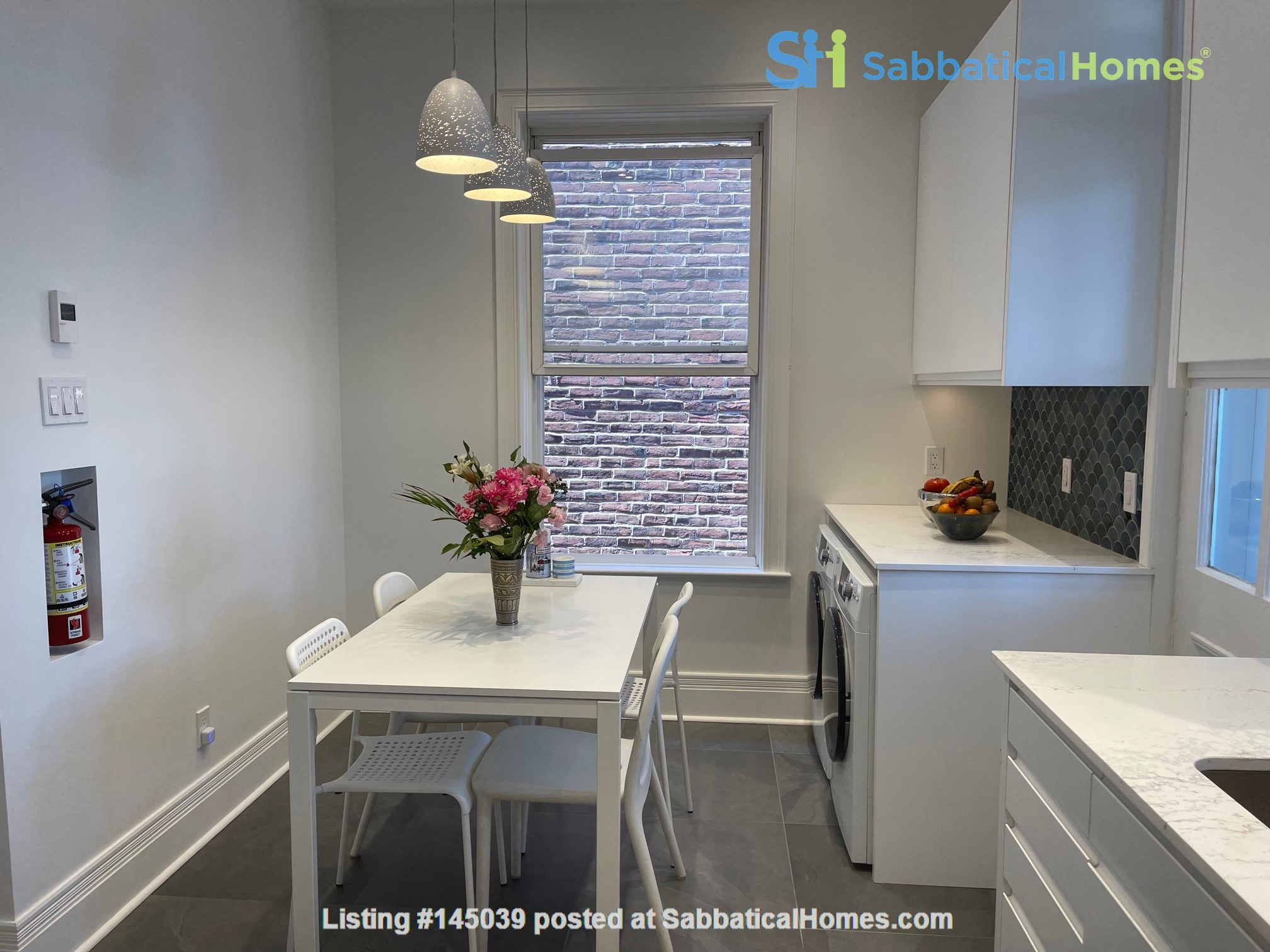 Lovely renovated apartment in a perfect Montreal setting! Home Rental in Montréal, Québec, Canada 9