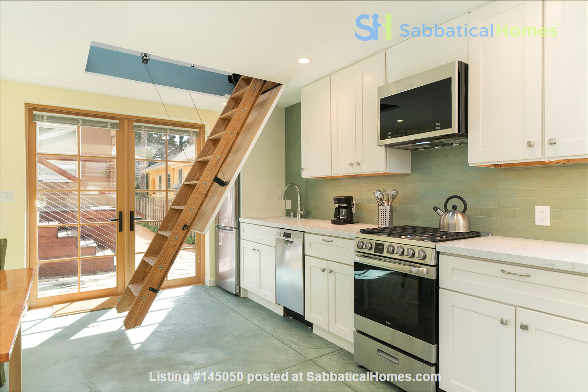 Light Filled, Fully Furnished Cottage in Great Berkeley Neighborhood Home Rental in Berkeley, California, United States 2