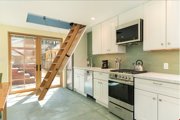 Light Filled, Fully Furnished Cottage in Great Berkeley Neighborhood Home Rental in Berkeley 2 - thumbnail