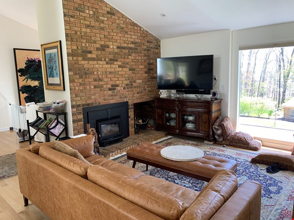 Beautifully updated mid-century 3-bedroom home near University of Michigan. Home Rental in Ann Arbor 1 - thumbnail