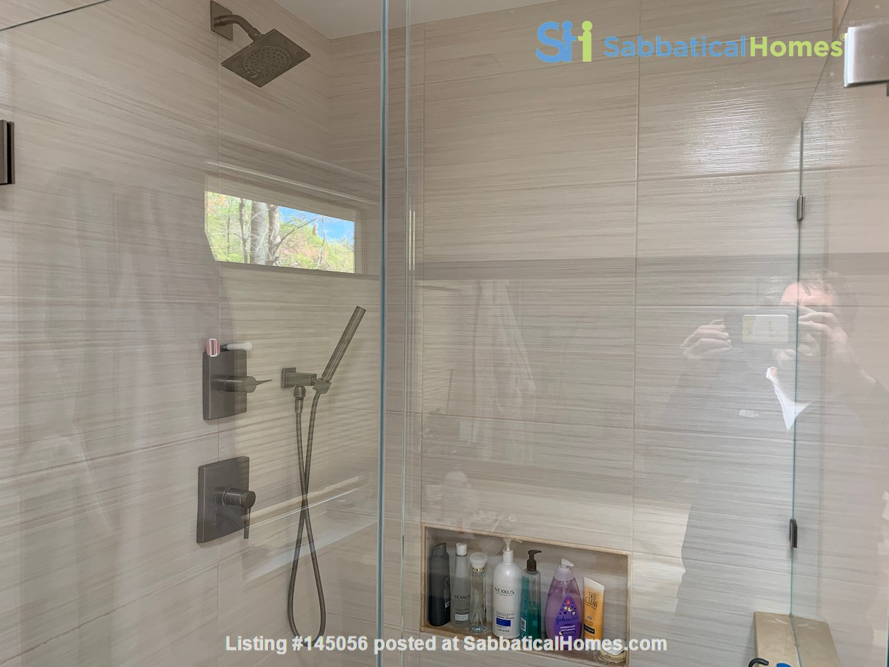 Beautifully updated mid-century 3-bedroom home near University of Michigan. Home Rental in Ann Arbor, Michigan, United States 5