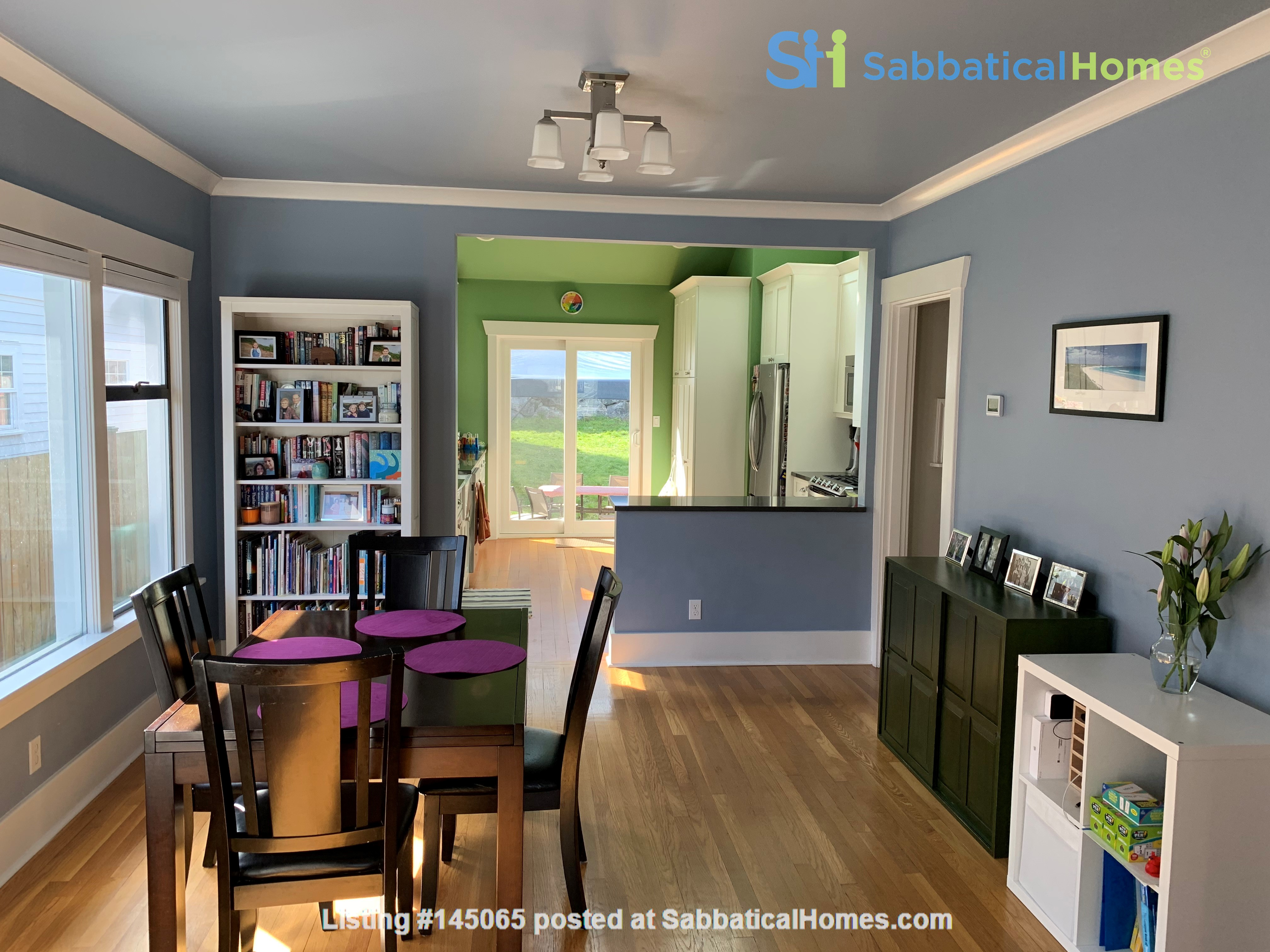 Light-filled and Completely Renovated Craftsman Home in Seattle Home Rental in Seattle, Washington, United States 2