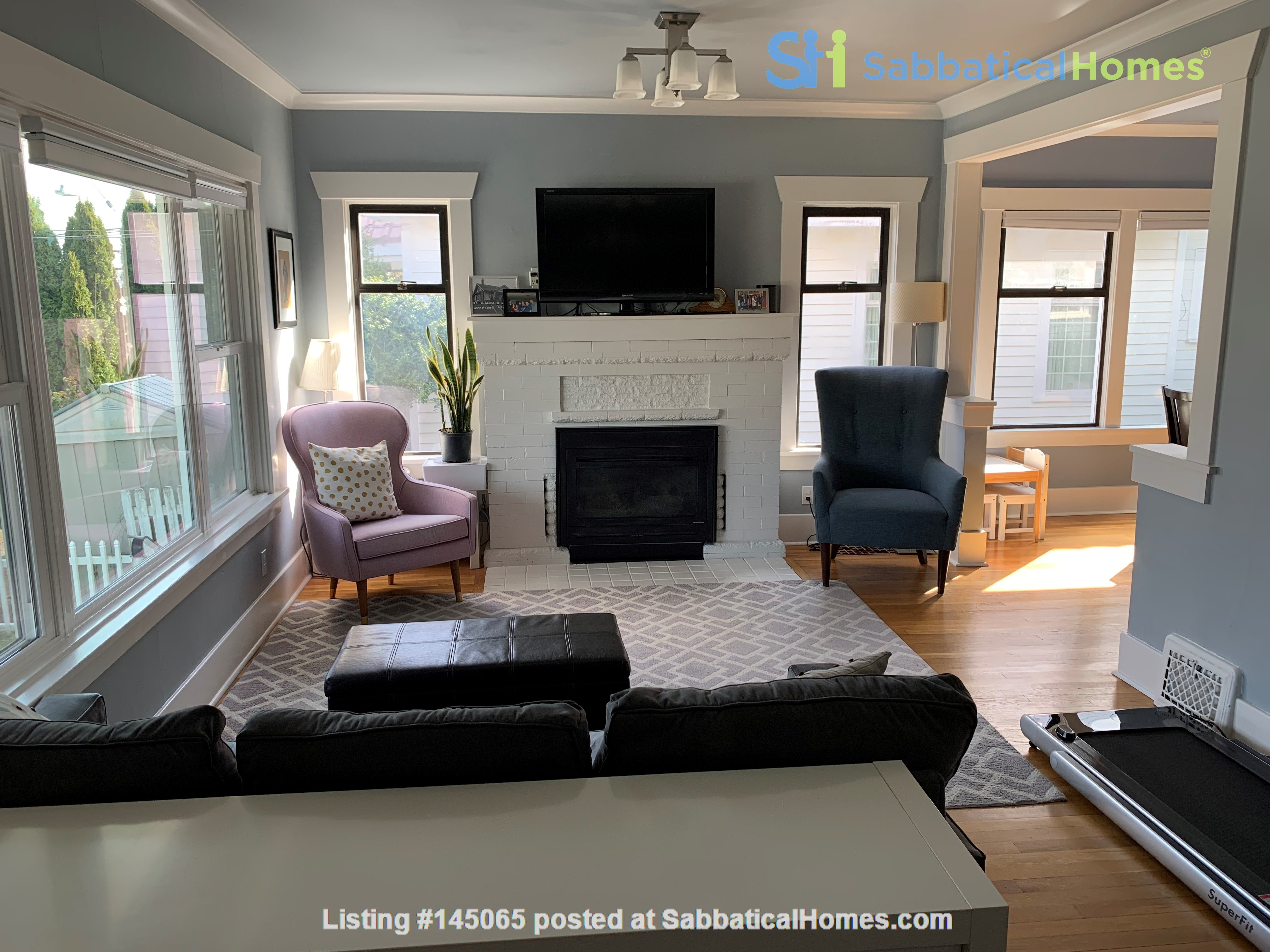 Light-filled and Completely Renovated Craftsman Home in Seattle Home Rental in Seattle, Washington, United States 1