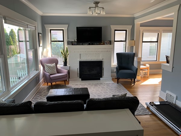 Light-filled and Completely Renovated Craftsman Home in Seattle Home Rental in Seattle 1 - thumbnail