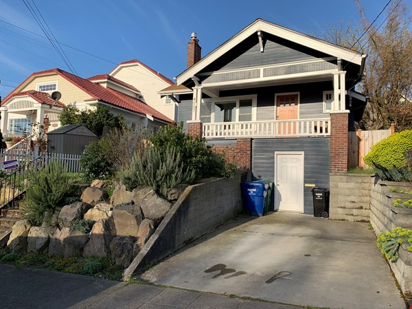 Light-filled and Completely Renovated Craftsman Home in Seattle Home Rental in Seattle 0 - thumbnail