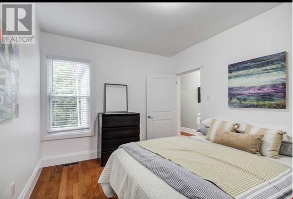 Downtown Home (Top 2 Floors of home), Large patio (3 Bed 1 Bath) Home Rental in Toronto 3 - thumbnail