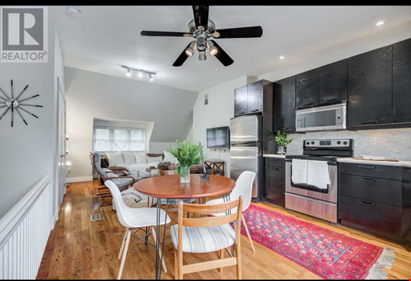 Downtown Home (Top 2 Floors of home), Large patio (3 Bed 1 Bath) Home Rental in Toronto 5 - thumbnail