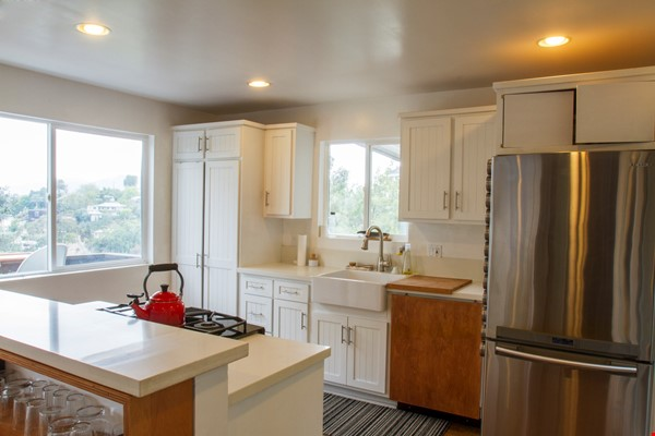 Secluded hide away in the hills Home Rental in Los Angeles 2 - thumbnail