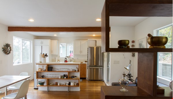 Secluded hide away in the hills Home Rental in Los Angeles 6 - thumbnail