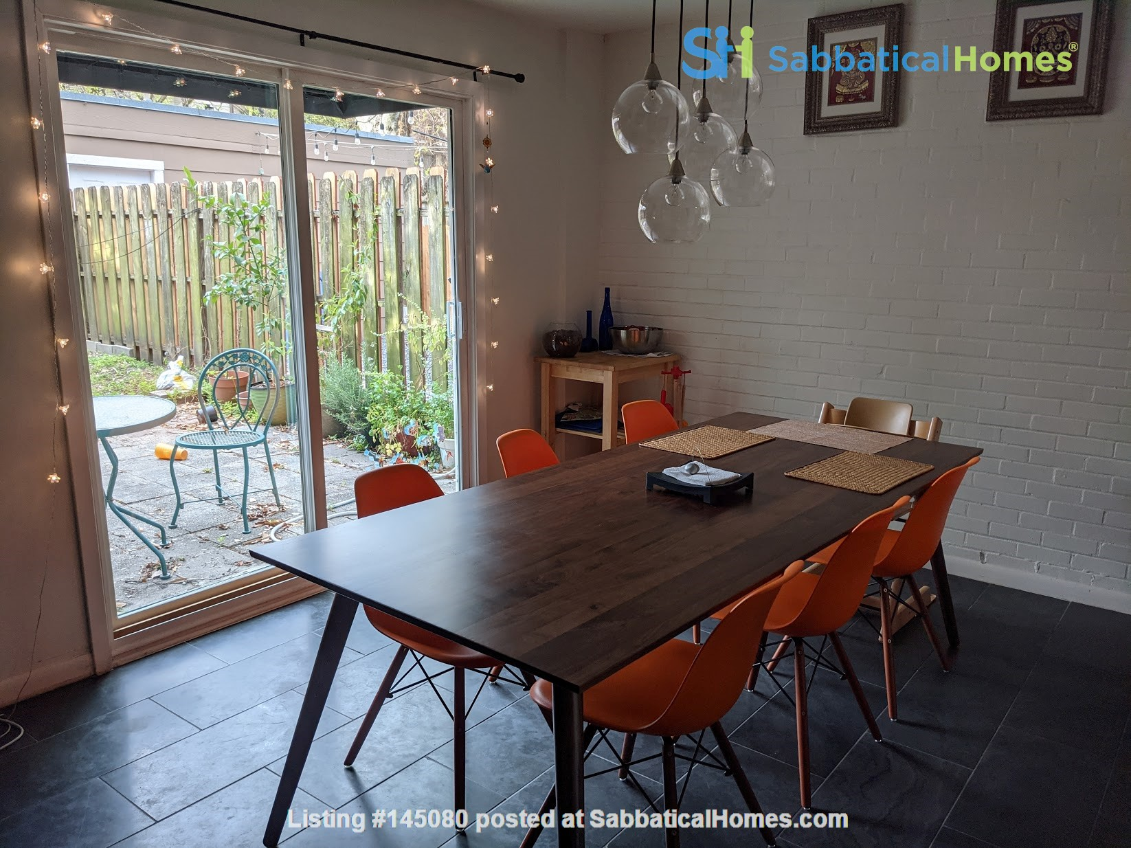 Centrally located, charming two-story town house Home Rental in Houston, Texas, United States 1