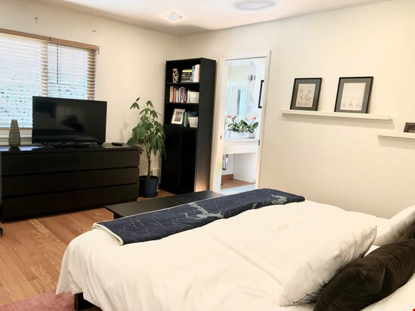 Spacious, Level-In, Quite Home for year lease in the Oakland Hills, CA Home Rental in Oakland 8 - thumbnail