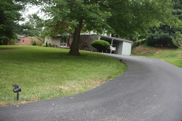 Mid-century home on half-acre near beautiful bluegrass and universities Home Rental in Lexington 6 - thumbnail