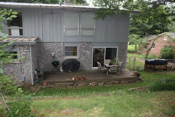 Mid-century home on half-acre near beautiful bluegrass and universities Home Rental in Lexington 7 - thumbnail