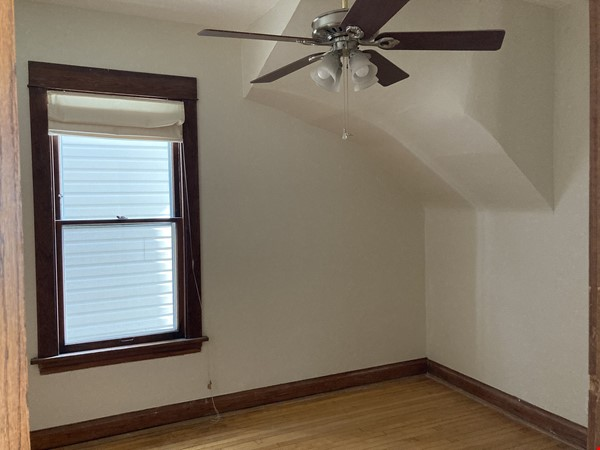 2 BR apartment in charming, vintage two-flat near Horner Park Home Rental in Chicago 6 - thumbnail