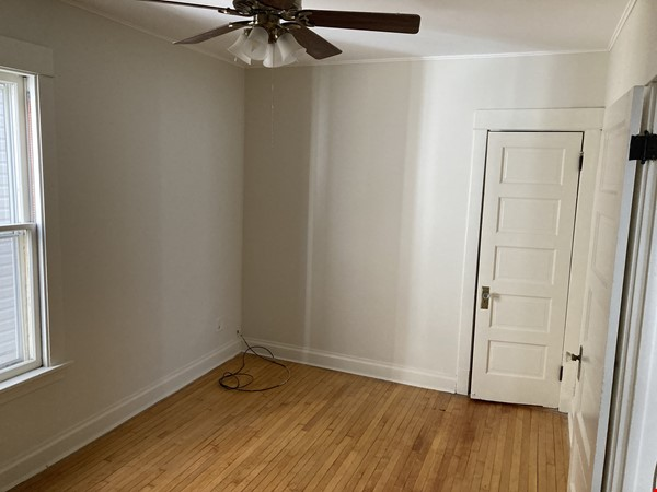 2 BR apartment in charming, vintage two-flat near Horner Park Home Rental in Chicago 5 - thumbnail