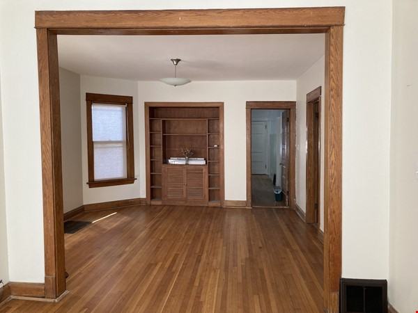 2 BR apartment in charming, vintage two-flat near Horner Park Home Rental in Chicago 3 - thumbnail
