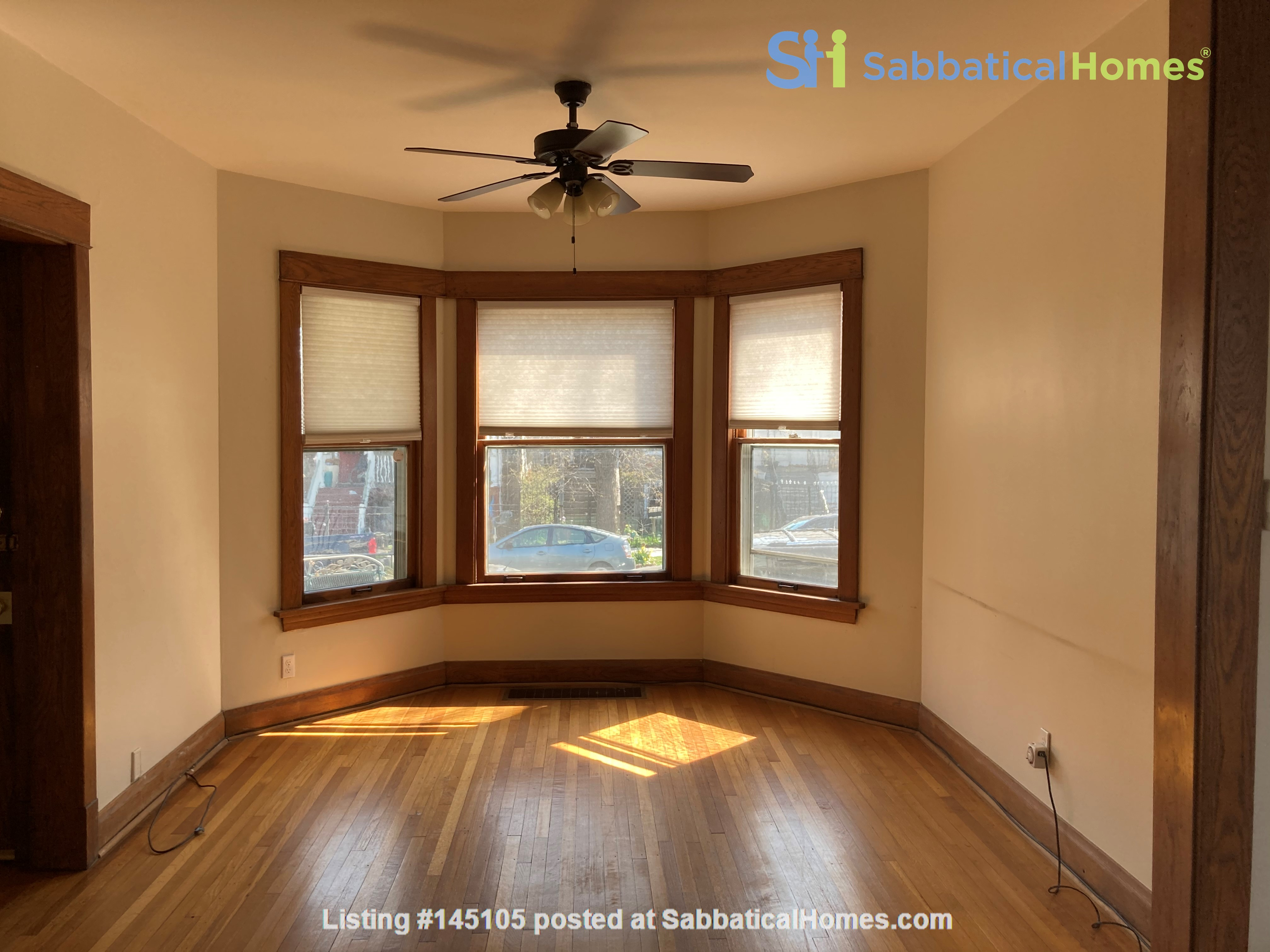 2 BR apartment in charming, vintage two-flat near Horner Park Home Rental in Chicago, Illinois, United States 1