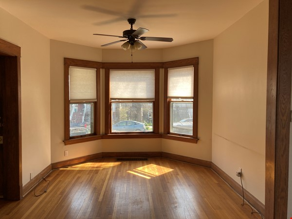 2 BR apartment in charming, vintage two-flat near Horner Park Home Rental in Chicago 1 - thumbnail