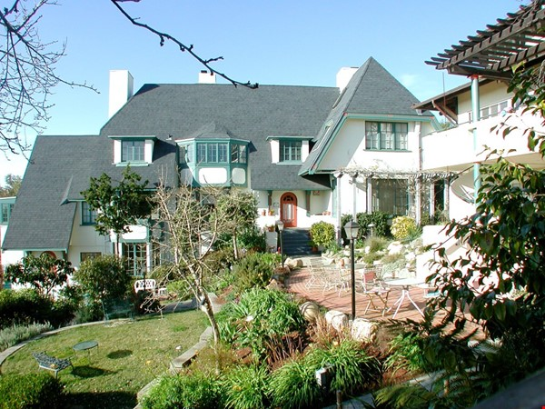Charming fairy tales style townhouse nestled in the Berkeley Hills. Home Rental in Berkeley 1 - thumbnail
