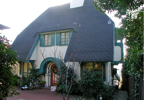 Charming fairy tales style townhouse nestled in the Berkeley Hills. Home Rental in Berkeley 2 - thumbnail