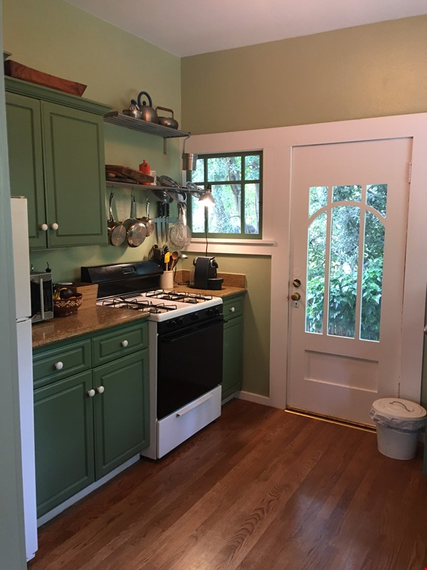 Charming fairy tales style townhouse nestled in the Berkeley Hills. Home Rental in Berkeley 9 - thumbnail