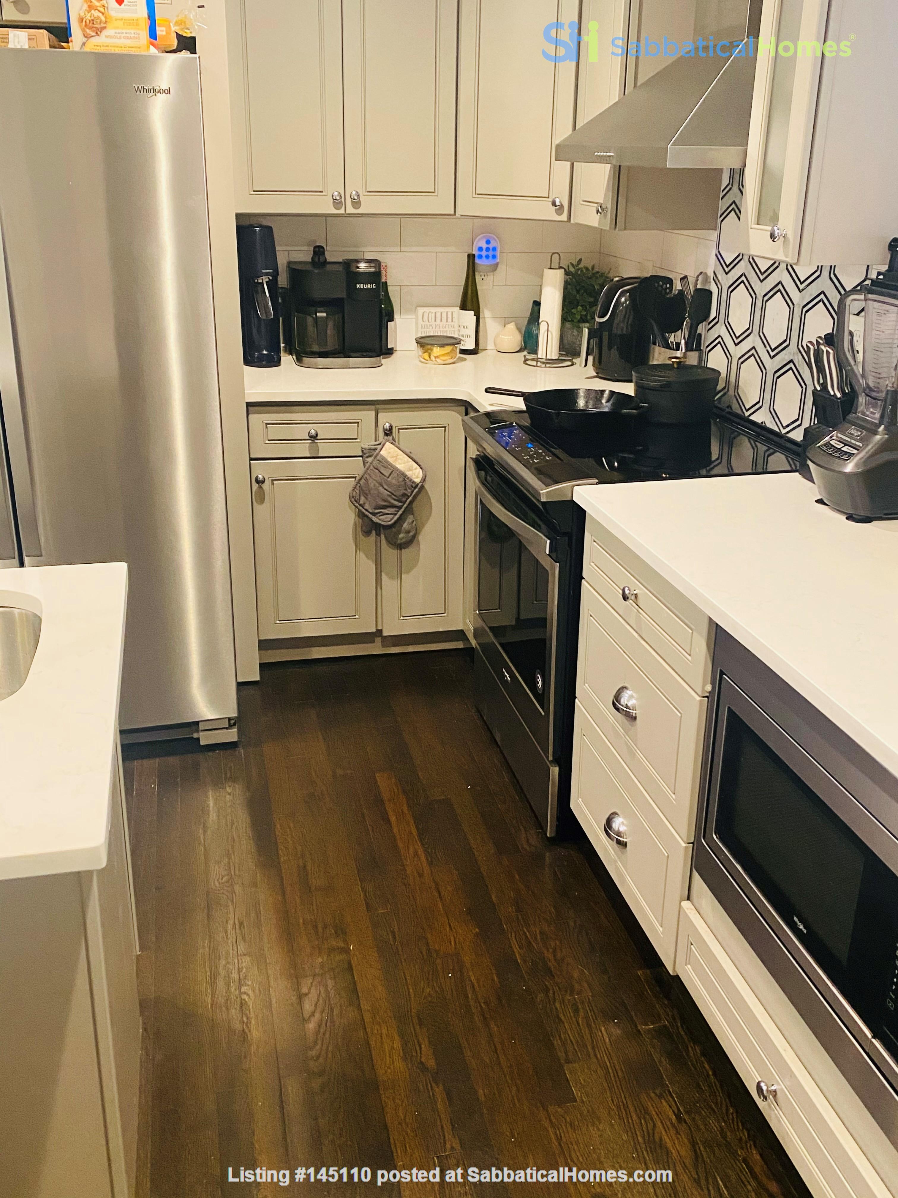 Perfect writer's haven in Southwest Atlanta! 15 mins from Midtown! Home Rental in Atlanta, Georgia, United States 3