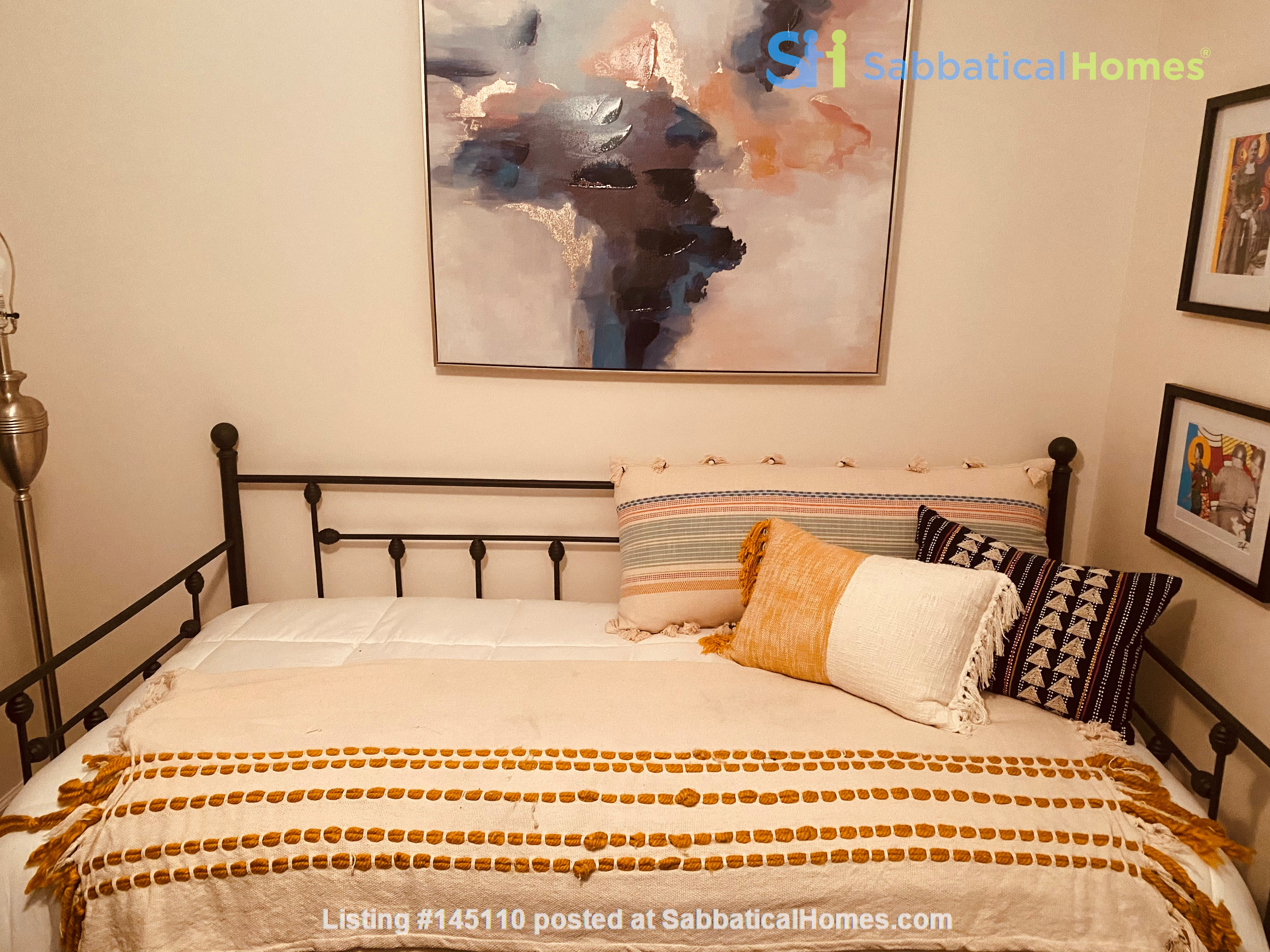 Perfect writer's haven in Southwest Atlanta! 15 mins from Midtown! Home Rental in Atlanta, Georgia, United States 5