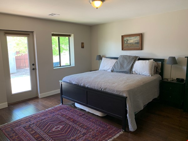 Modern family home 3 miles from ASU, 6 miles from Intel campus Home Rental in Tempe 6 - thumbnail