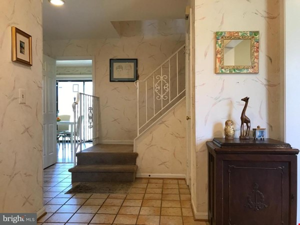 Beautiful Home on Golf Course,  Convenient Neighborhood, Rockville, MD Home Rental in Rockville 3 - thumbnail