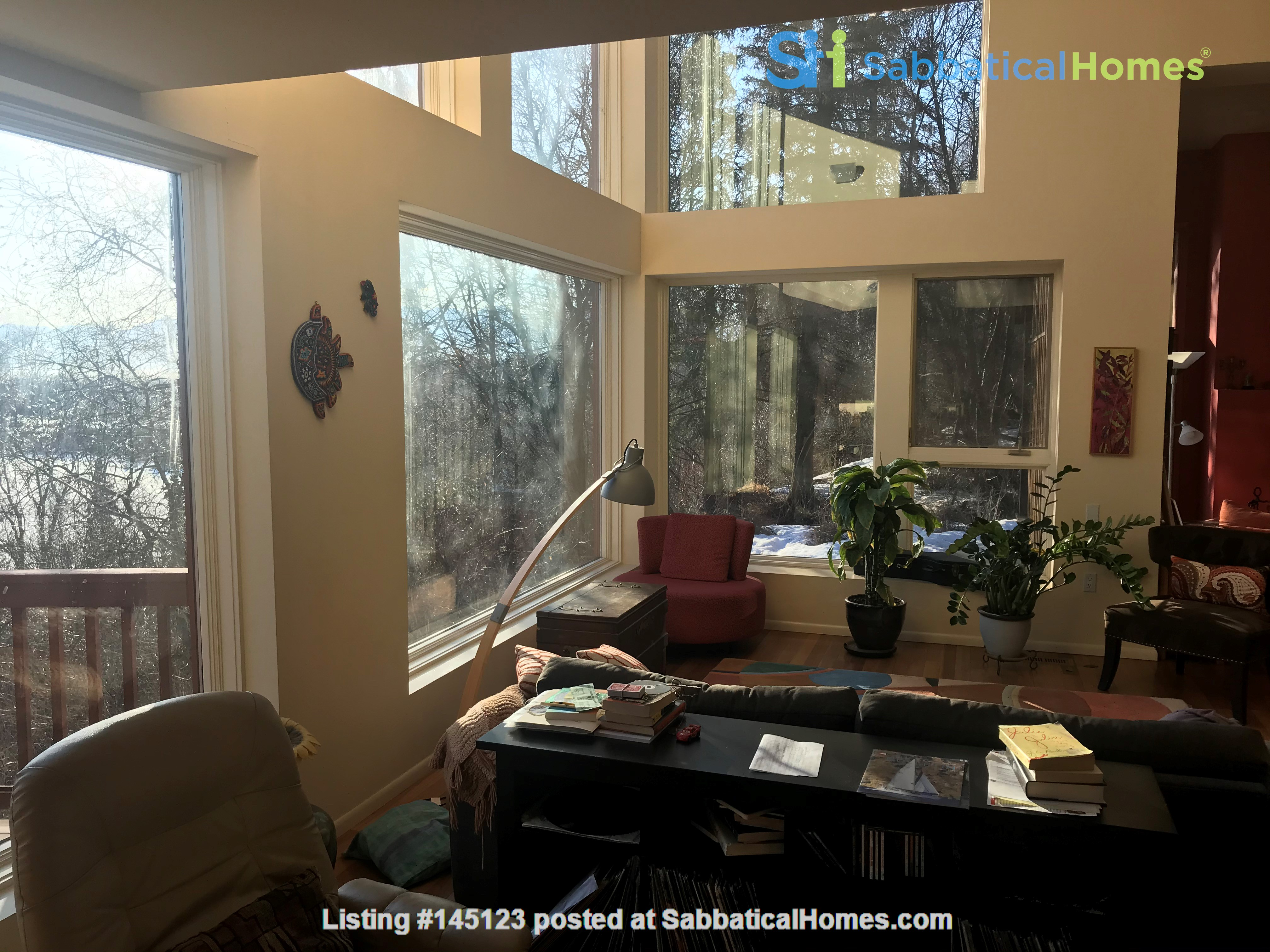 Beautiful single family home in wooded area next to downtown Anchorage Home Rental in Anchorage, Alaska, United States 0