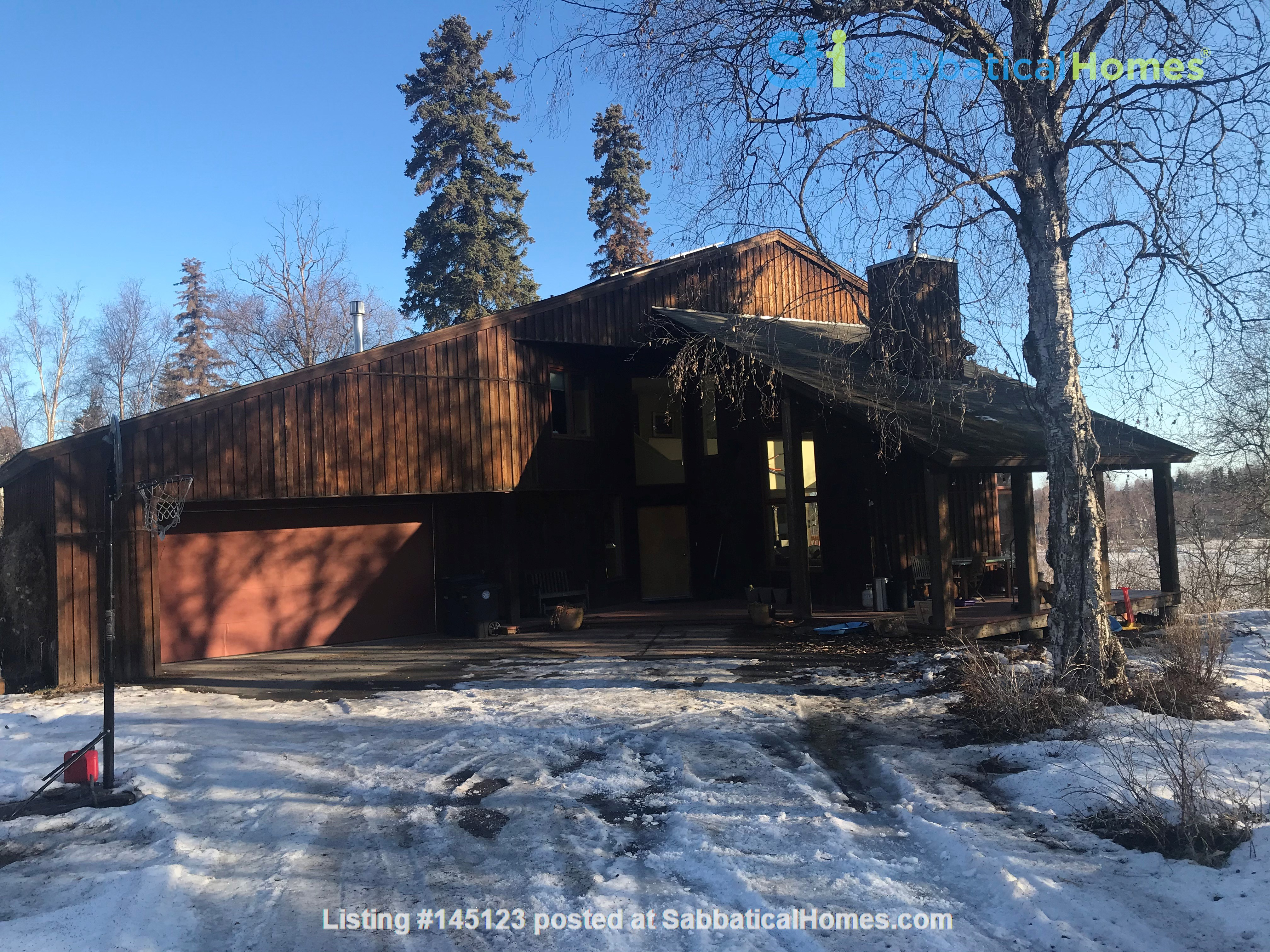 Beautiful single family home in wooded area next to downtown Anchorage Home Rental in Anchorage, Alaska, United States 1