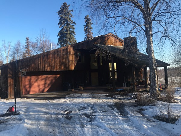 Beautiful single family home in wooded area next to downtown Anchorage Home Rental in Anchorage 1 - thumbnail