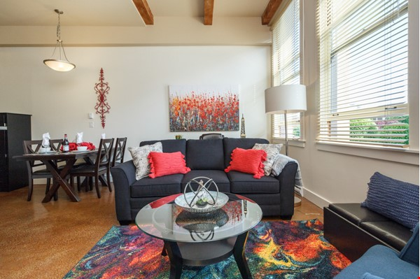Beautiful furnished rental in the trendiest spot in town! Home Rental in Victoria 1 - thumbnail