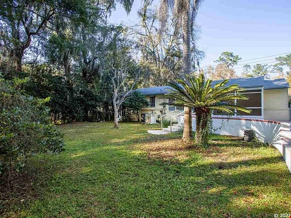 House with Pool. Walking Distance to UF and Hogtown Nature Reserve. Home Rental in Gainesville 6 - thumbnail