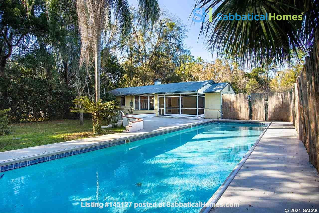 House with Pool. Walking Distance to UF and Hogtown Nature Reserve. Home Rental in Gainesville, Florida, United States 1