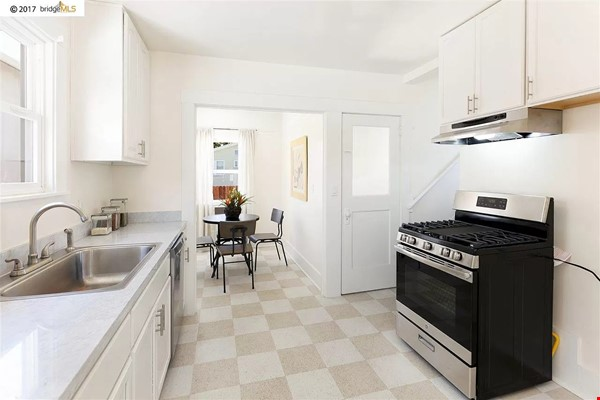 Beautiful House, Convenient Location in East Bay Home Rental in Oakland 4 - thumbnail