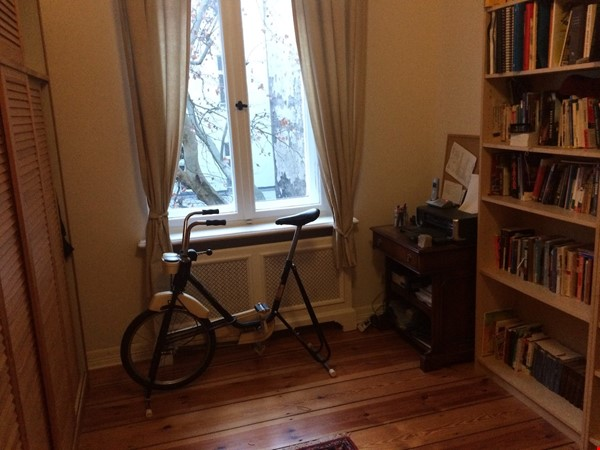 Old West Berlin Charm with Modern Touch: 3-room apartment close to Ku'Damm Home Rental in Berlin 7 - thumbnail