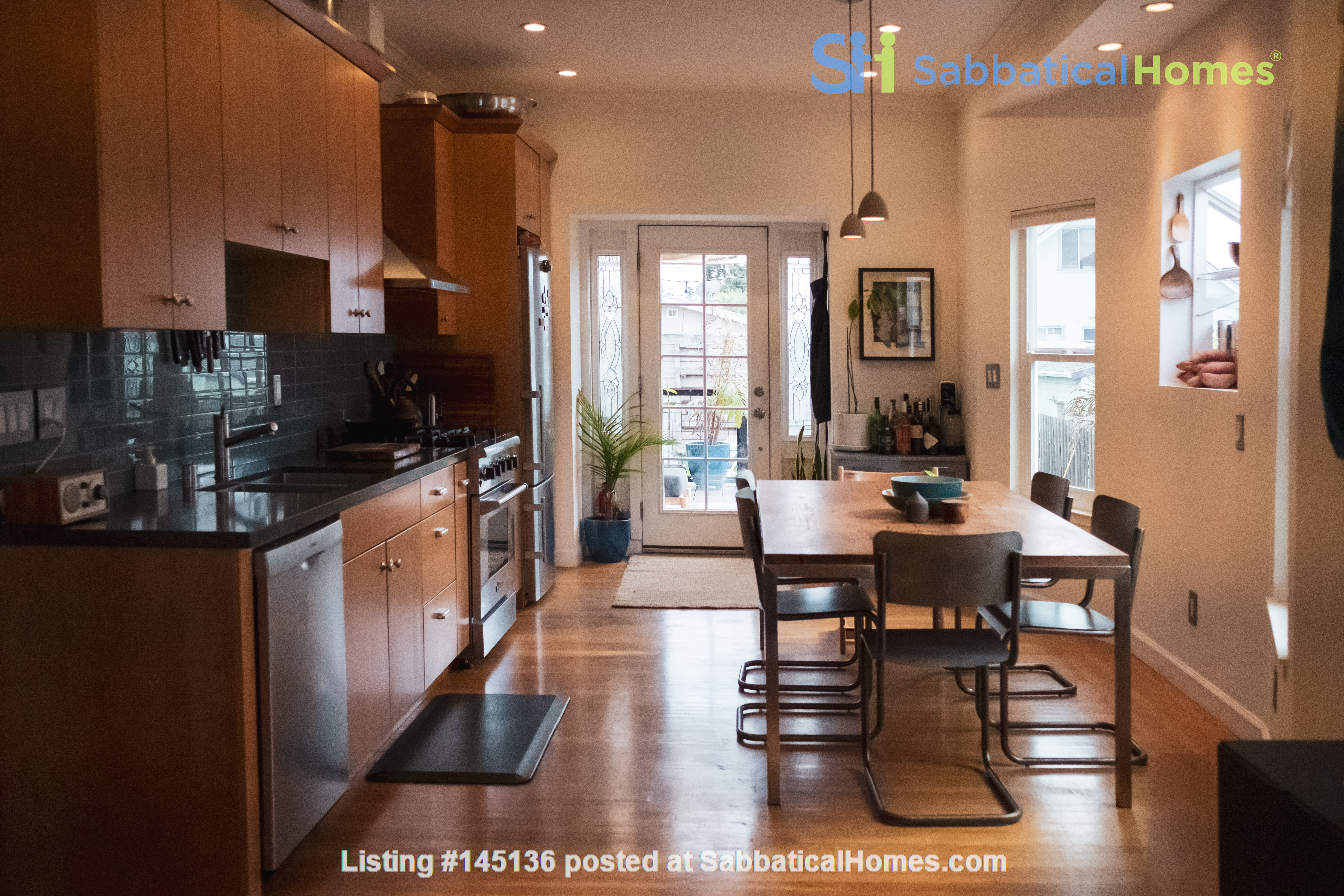 Beautiful three-bedroom home in convenient and cool No Oakland/So Berkeley Home Rental in Oakland, California, United States 0