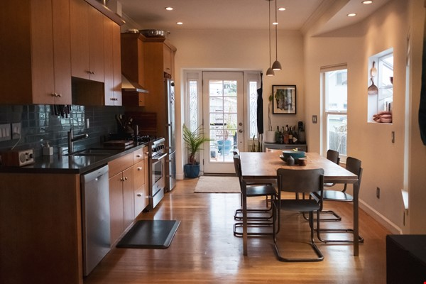 Beautiful three-bedroom home in convenient and cool No Oakland/So Berkeley Home Rental in Oakland 0 - thumbnail