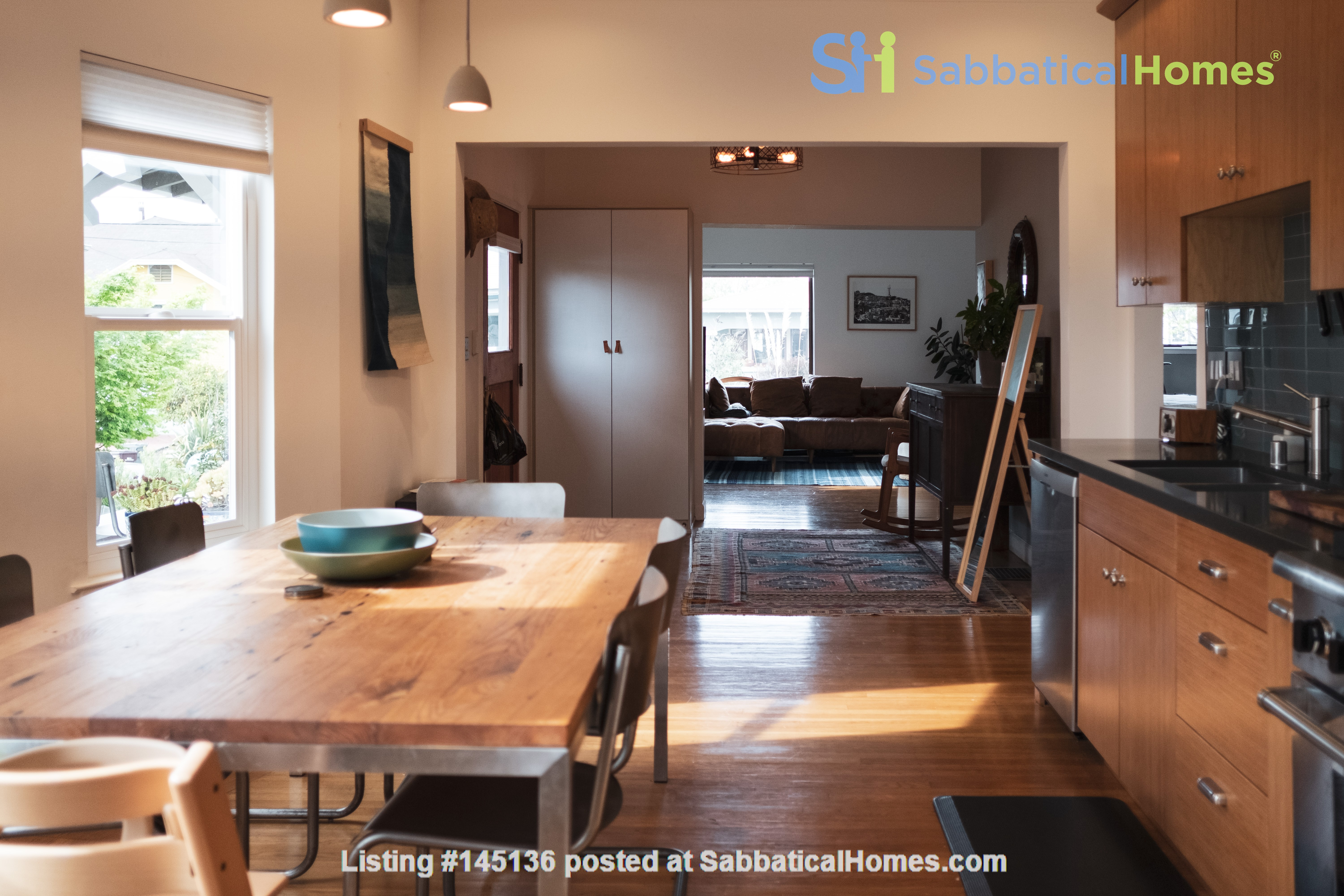 Beautiful three-bedroom home in convenient and cool No Oakland/So Berkeley Home Rental in Oakland, California, United States 2