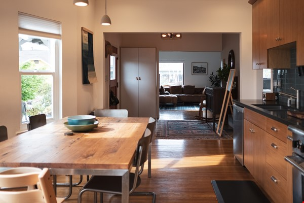 Beautiful three-bedroom home in convenient and cool No Oakland/So Berkeley Home Rental in Oakland 2 - thumbnail