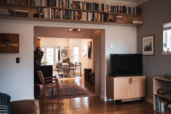 Beautiful three-bedroom home in convenient and cool No Oakland/So Berkeley Home Rental in Oakland 3 - thumbnail