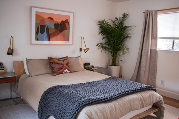 Beautiful three-bedroom home in convenient and cool No Oakland/So Berkeley Home Rental in Oakland 6 - thumbnail